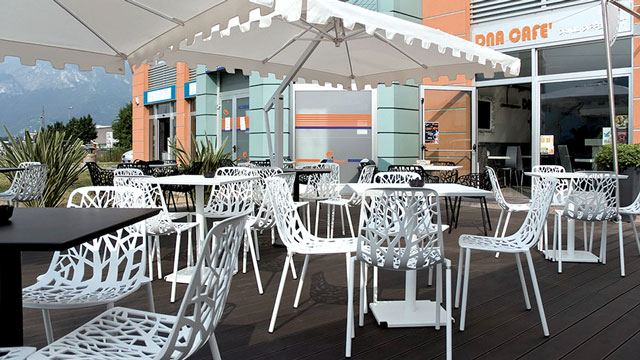 Arredamento esterni bar ispirazione design casa for Torino arreda contract