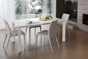 tavoli e sedie stile moderno colore bianco